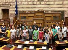 """Μάξιμος σε μαθητές: Στη Βουλή έχει μπει """"κάθε καρυδιάς καρύδι""""!"""